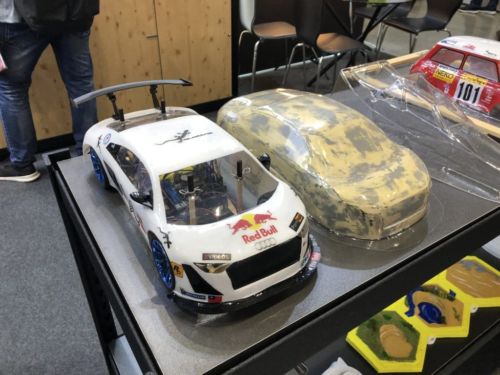 桌上型真空成型機-製作的遙控車殼