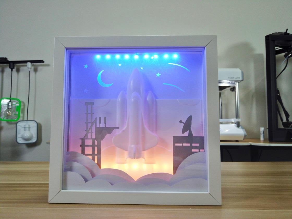用formart真空成型機製作立體太空梭相框