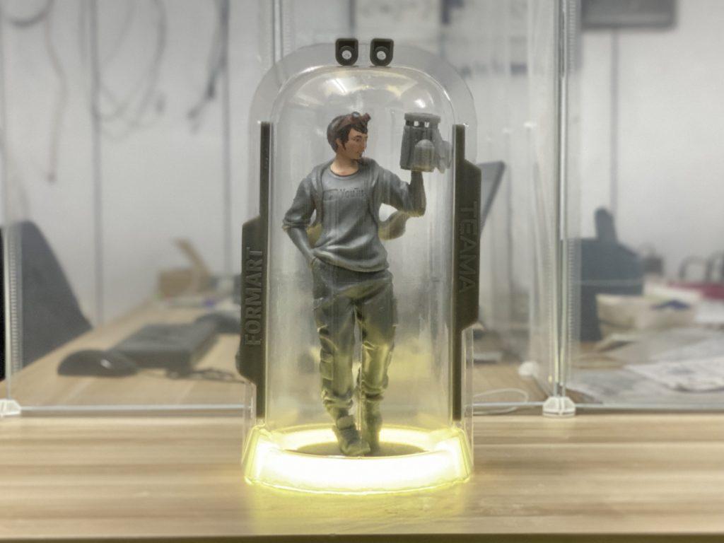 用真空成型製作LED炫彩公仔展示盒